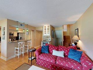 A quiet townhouse in a peaceful area with shared pool, kids' playground