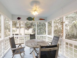 Roomy & dog-friendly vacation house, one block from the beach!