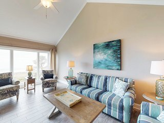 Relaxing oceanfront vacation getaway with shared pool & hot tub, beach views!