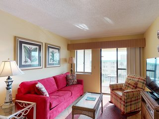 NEW LISTING! Gulfside condo offers shared pool, hot tub near beach & town