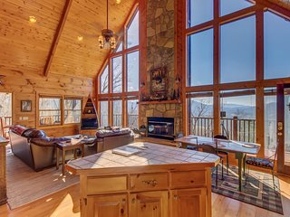 Enchanting family escape w/picture-window views, private hot tub & more!
