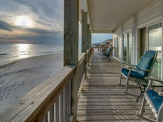 Sea Y'all: a popular, dog-friendly, beachfront home w/spacious deck, oceanfront