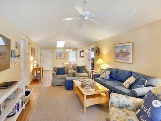 Charming island getaway w/ a furnished deck offering forest & fairway views