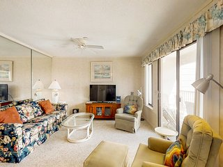 Cozy, waterfront condo w/ shared pool & hot tub, tennis, & private balcony