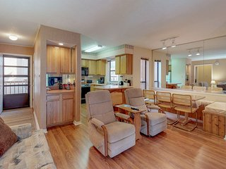 NEW LISTING!Condo w/ fireplace & bonus room - steps to skiing & free shuttle!