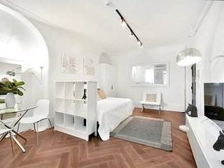 LOVELY WHITE STUDIO IN POTTS POINT-hosted by:L'Abode Accommodation