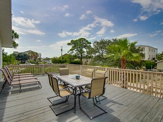 Dog-friendly bayview home w/ private dock - snowbirds welcome!