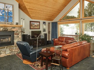 Ski-in/ski-out dog-friendly home w/ private hot tub near golfing w/ great views!