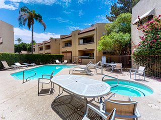 Comfy, dog-friendly condo w/shared pool, hot tub, fitness center