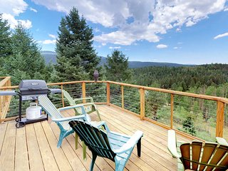 Beautiful home w/ 2 decks, mountain views- skiing, rafting nearby