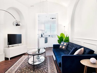 STYLISH APARTMENT IN POTTS POINT-hosted by:L'Abode Accommodation