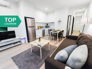 A Modern & Cozy CBD Apartment on Flinders Lane