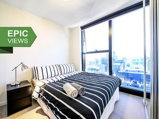 A Cozy CBD Suite on Collins with an Amazing View