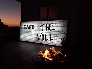 Cafe The Wall