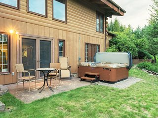 NEW LISTING! Dog-friendly lodge w/ hot tub, 11 wooded acres - near Flathead Lake