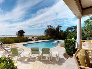 Oceanfront house w/ ocean views, private pool, spa & more - beach nearby!