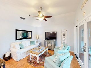 Dog-friendly, renovated condo w/ screened porch - tennis, golf & beach nearby!