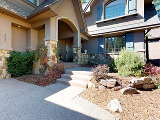 Elegant  Flagstaff home w/outdoor grill & firepit - near downtown!