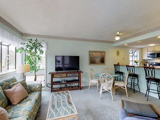 Snowbird friendly condo w/ shared pools, tennis, & hot tub - 1 block to beach