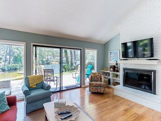 Dog-friendly vacation home with lagoon view & pool access - close to the beach