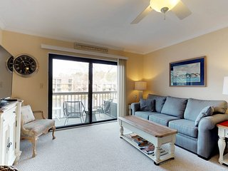 Shared pools, hot tub, tennis, & beach access at this welcoming condo!