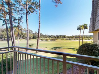 Second-floor condo with shared pool, near the beach - golf course views!