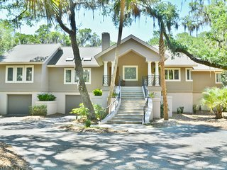 Upscale home w/deck, pool table & shared pool, beach club & more