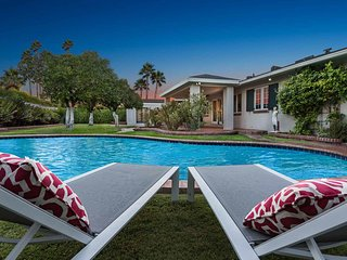 Luxurious house w/ pool, entertainment & privacy in great location