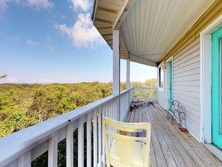 NEW LISTING! Gulf view duplex w/tiered deck, beach access & shared pools/hot tub