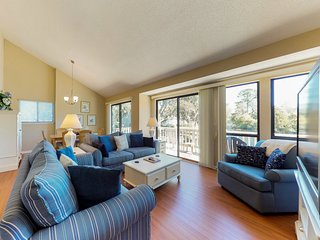 Quiet and relaxing condo w/ community pool, tennis, and lagoon views!