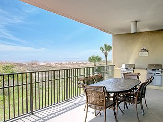 NEW LISTING! Condo boasts Gulf views, shared pool/hot tub, boardwalk to beach