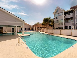 Spacious condo w/ shared pool and balcony, steps from the beach!