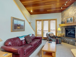 NEW LISTING! Conveniently located townhome ski-in & ski out w/shared tennis