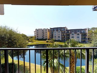 Oceanview condo w/ nearby beach access, shared pool/hot tub, and more!