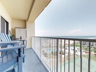 NEW LISTING! Upper-level condo w/ Gulf views, shared pool, hot tub, beach access