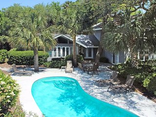 Charming home w/ private pool - close to the beach, tennis, & golf
