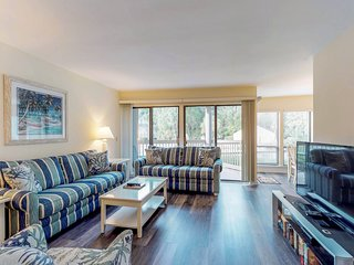 Charming condo w/ shared pool, on-site tennis & great location near Harbour Town