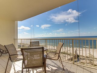 Waterfront condo w/Gulf views, shared pool/hot tub & private beach