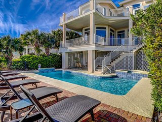 Elegant vacation getaway with private spa, pool, and oceanfront views!
