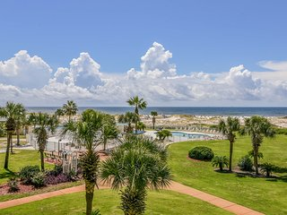 Waterfront condo w/ pools, hot tub, tennis, & beach access