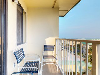 NEW! Family friendly beachside retreat w/shared sauna, hot tub, pools! Kitchen!