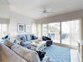 Dog-friendly condo moments from the beach features shared pool and hot tub!