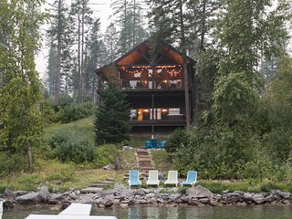 Lakefront family cabin with private hot tub and private beach & dock