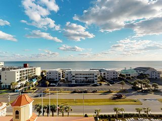 NEW LISTING! Snowbird friendly ocean view condo w/ shared pool and hot tub