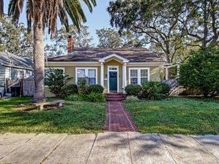 Walkable Historic Avondale Bungalow w/ 3 BR's and Free WIFI!  Great Yard - Close