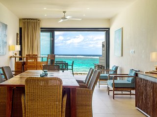 Coral Bay Beachfront 3 Bedrooms Suite