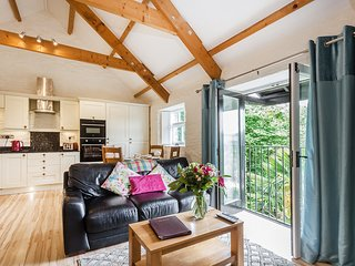 Rainbow Cottage -Perfect for Couples and Families at Old Lanwarnick Dog Friendly