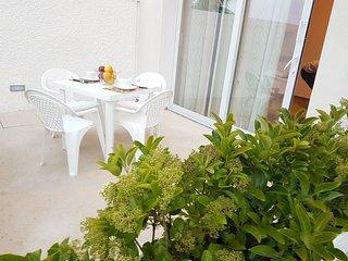 Nesea Domus - Apt Deluxe: Lussuoso e Moderno appartamento con veranda