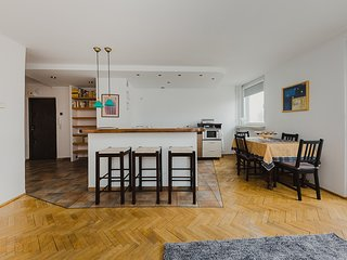 Easy Living Vibrant Old Town View Solidarnosci Apartment