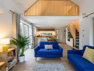 Sunnybrook - A luxurious Carbon Neutral House close to beach